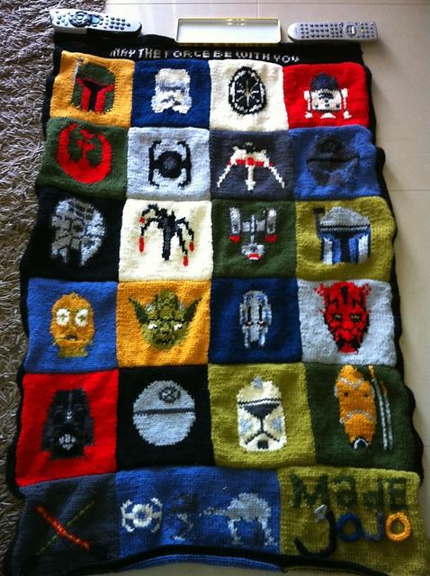Como veis la manta está formada por cuadros con diferentes motivos que  podéis tejer en punto jersey utilizando la técnica intarsia (hay que ir  cambiando el ... 199060ecf464