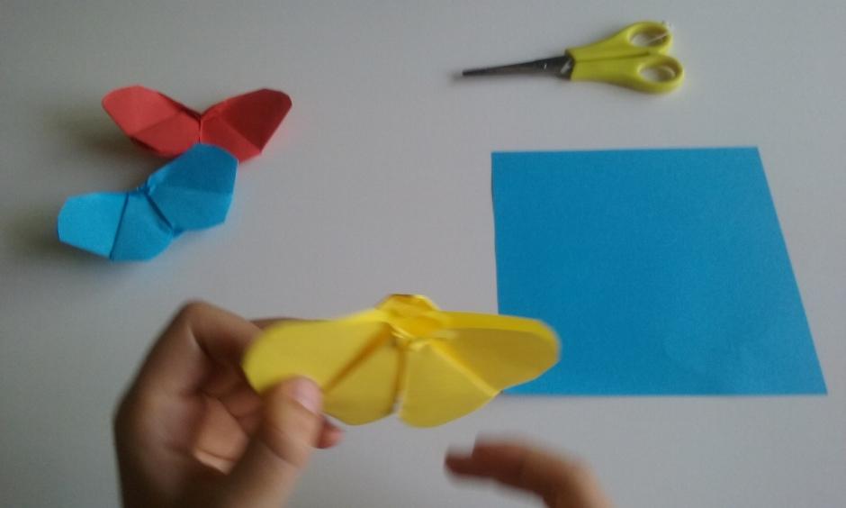 Aprende  a hacer estas sencillas mariposas de papel